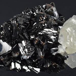 Sphalerite tetrahedron, Calcite