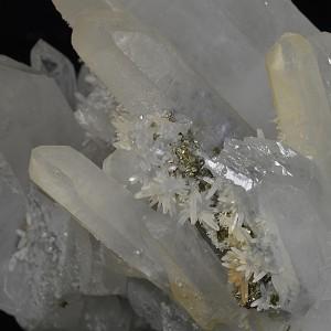 Two generations Quartz with Pyrite inclusions, Calcite