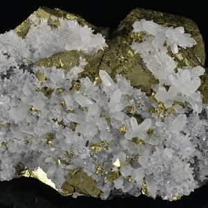 Quartz set on Chalcopyrite, Sphalerite