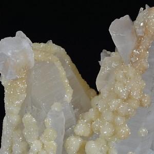 Two generations Calcite set on Quartz