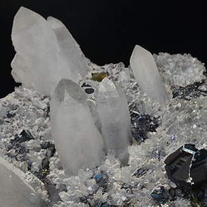 Quartz with growth phantoms, Sphalerite, Calcite
