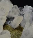 Quartz, Sphalerite, iridescent Chalcopyrite