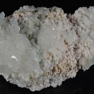Quartz set on Calcite