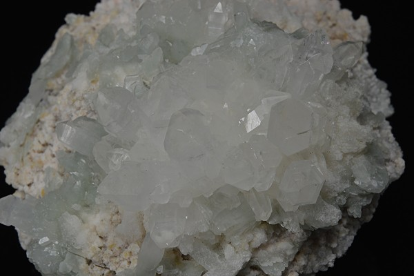 Quartz set on Calcite