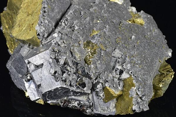Chalcopyrite set on Galena, Sphalerite, Quartz