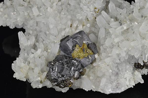 Cleiophane, Galena, Chalcopyrite, Quartz, Pyrite