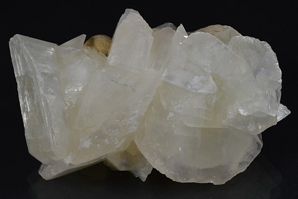 Rhombohedral Calcite on host rock