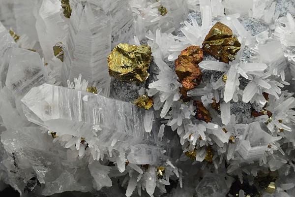 Quartz with growth phantoms, Galena, Chalcopyrite, Pyrite