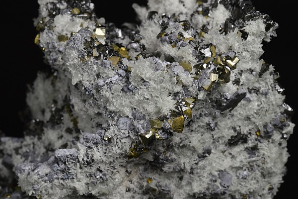 Skeletal Galena, Sphalerite, Pyrite, Quartz, Chalcopyrite