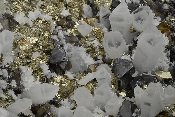 Quartz with growth phantoms, Pyrite, Sphalerite, Galena