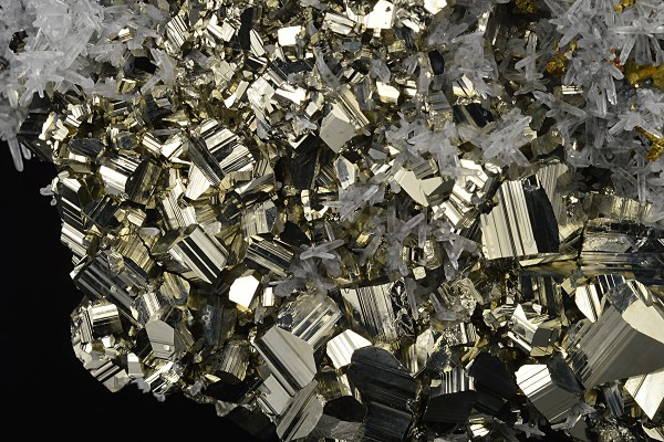 Pyrite, Quartz, Chalcopyrite, Sphalerite, Calcite