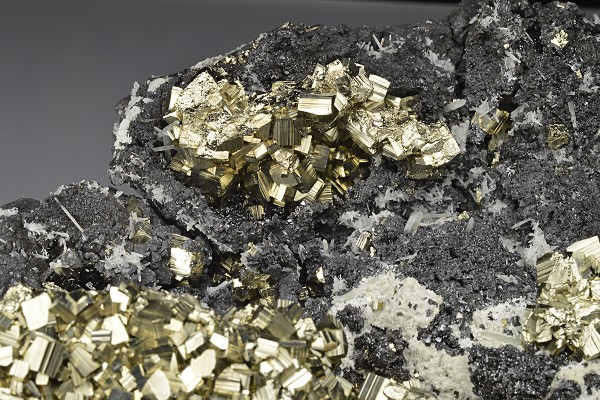 Pyrite on Sphalerite, Quartz