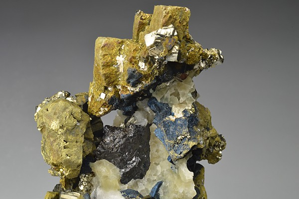 Iridescent Chalcopyrite, Quartz, Sphalerite, Pyrite