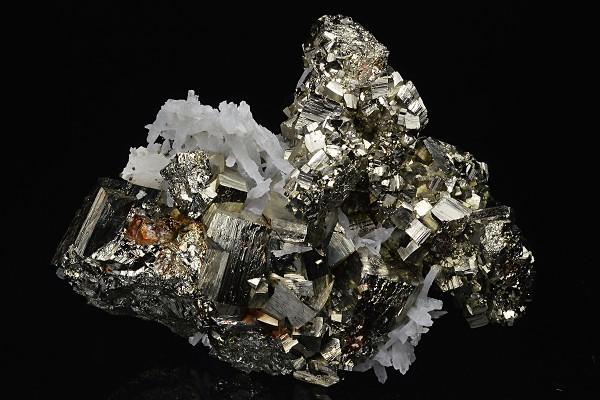 Pyrite, Sphalerite, Quartz, Calcite