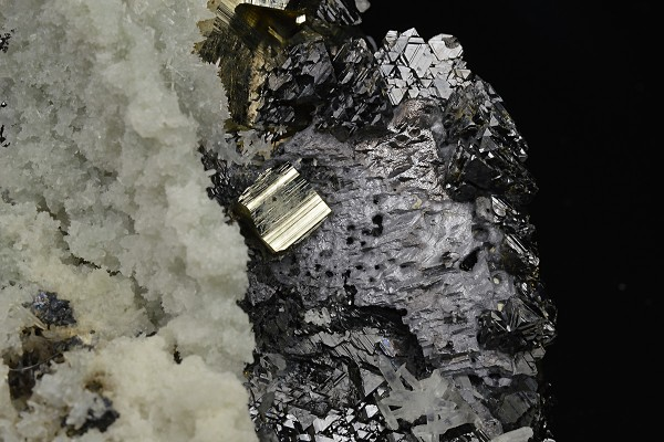 Pyrite, Quartz, Sphalerite, thin Galena plates