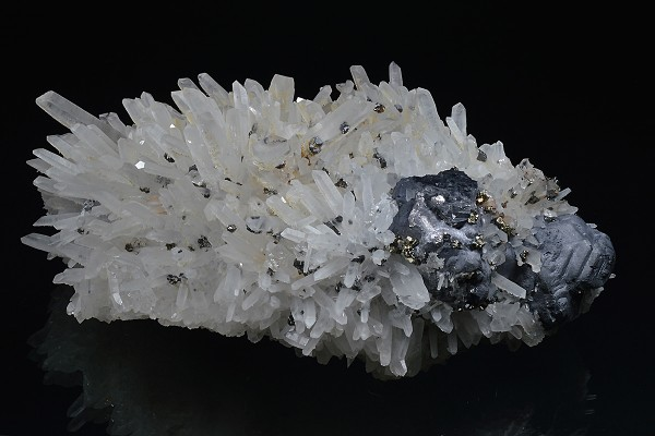 Japan law twin Quartz, Galena, Sphalerite, Pyrite