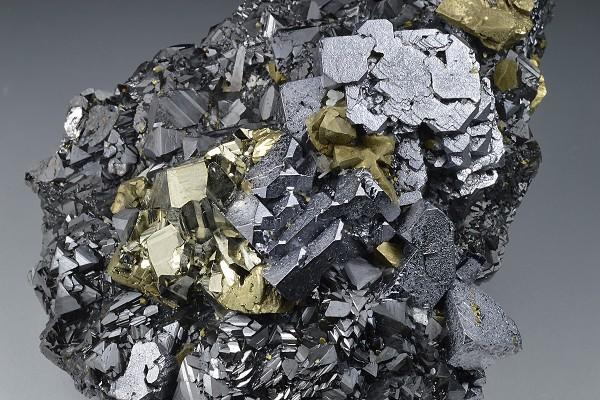 Galena, gem Sphalerite var.Cleiophane, Pyrite, Chalcopyrite