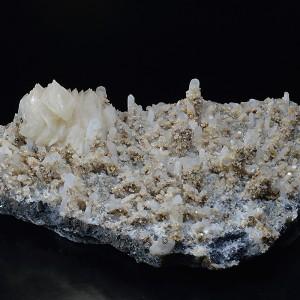 Quartz with growth phantoms, Galena, Chalcopyrite, Calcite