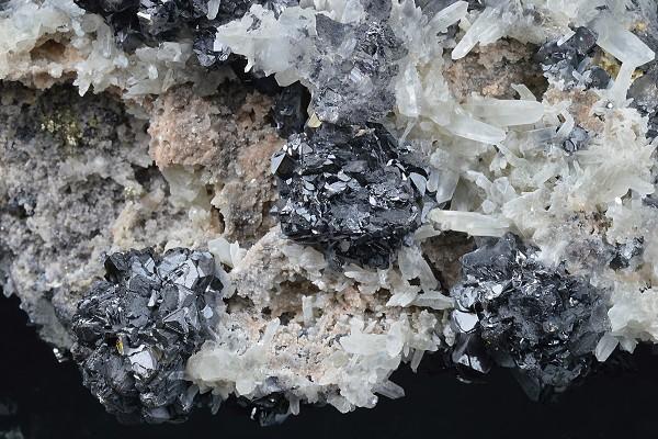 Sphalerite, Quartz