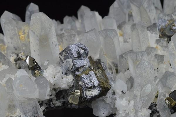 Quartz, Galena, Cleiophane, Chalcopyrite, Pyrite