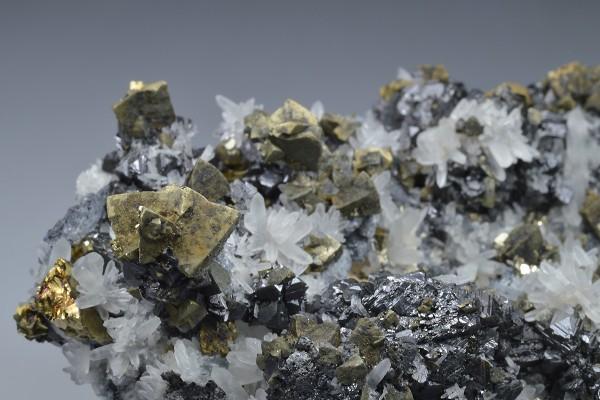 Chalcopyrite, Sphalerite, Quartz, Galena