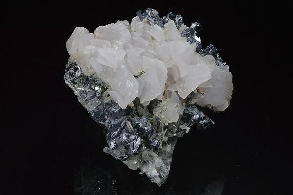 Scalenohedral Calcite on twinned Galena, Quartz