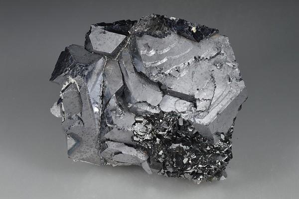 Sphalerite on twinned Galena
