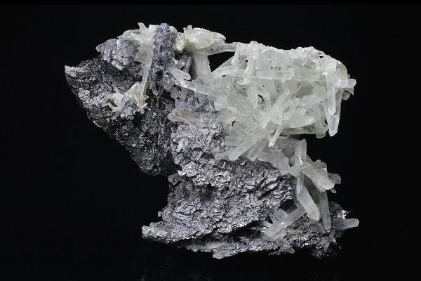 Thin Galena plates on Sphalerite, Quartz
