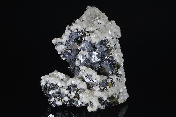 Calcite on twinned Galena, Sphalerite, Chalcopyrite