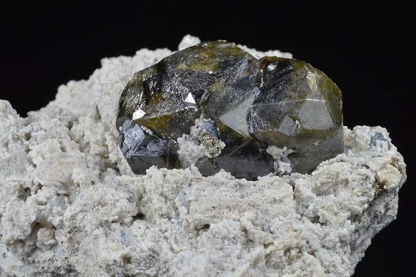 Cleiophane on Calcite, Pyrite