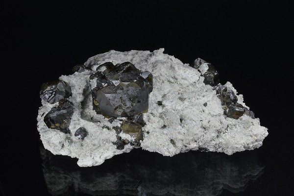 Cleiophane on Quartz, Calcite