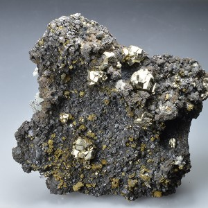 Pyrite, Sphalerite, Chalcopyrite on Quartz