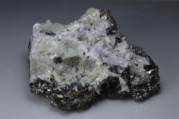 Pyrite, Sphalerite, Chalcopyrite on Quartz