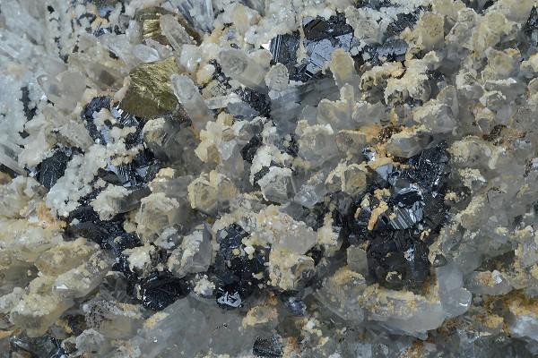 Quartz, Sphalerite, Chalcopyrite, Calcite