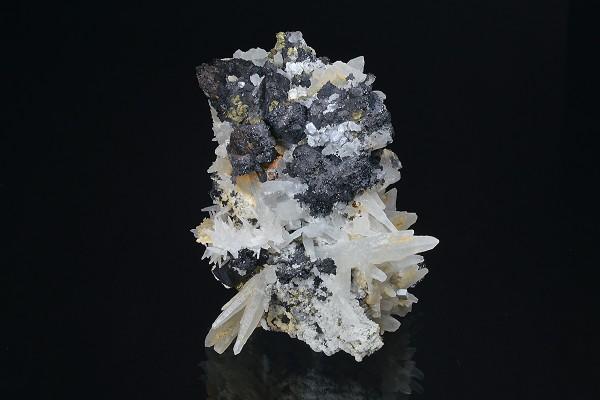 Quartz, Sphalerite, Chalcopyrite, Calcite, Galena