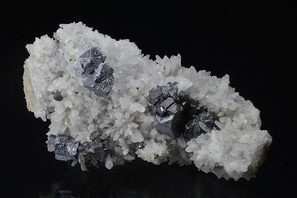 Cleiophane, Quartz, truncated Galena, Chalcopyrite