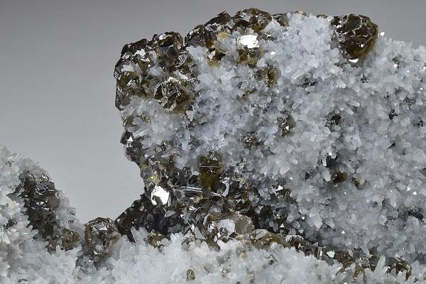Cleiophane on Quartz, Galena
