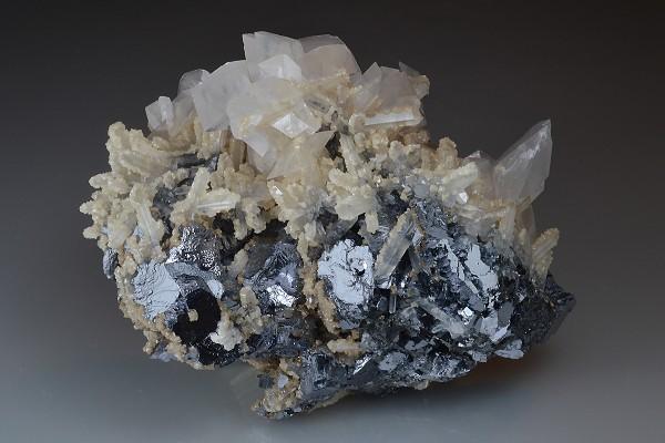 Rhombohedral Calcite on Quartz