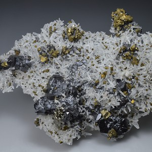 Chalcopyrite and Sphalerite on Quartz