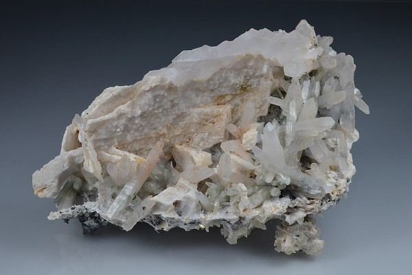 Quartz, Calcite, Sphalerite, Chalcopyrite
