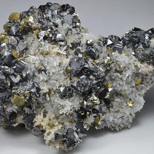 Quartz, Sphalerite, Chalcopyrite, Pyrite, Galena, Calcite - floater
