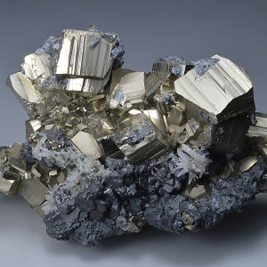 Pyrite, Sphalerite, Chalcopyrite, Quartz - floater